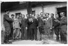 Chór męski z Objazdy w składzie: Roman Zub, Bolesław Bakalarczyk, Władysław Bargłowski, Aleksander Maruszak, Tadeusz Jaroszewski i in.